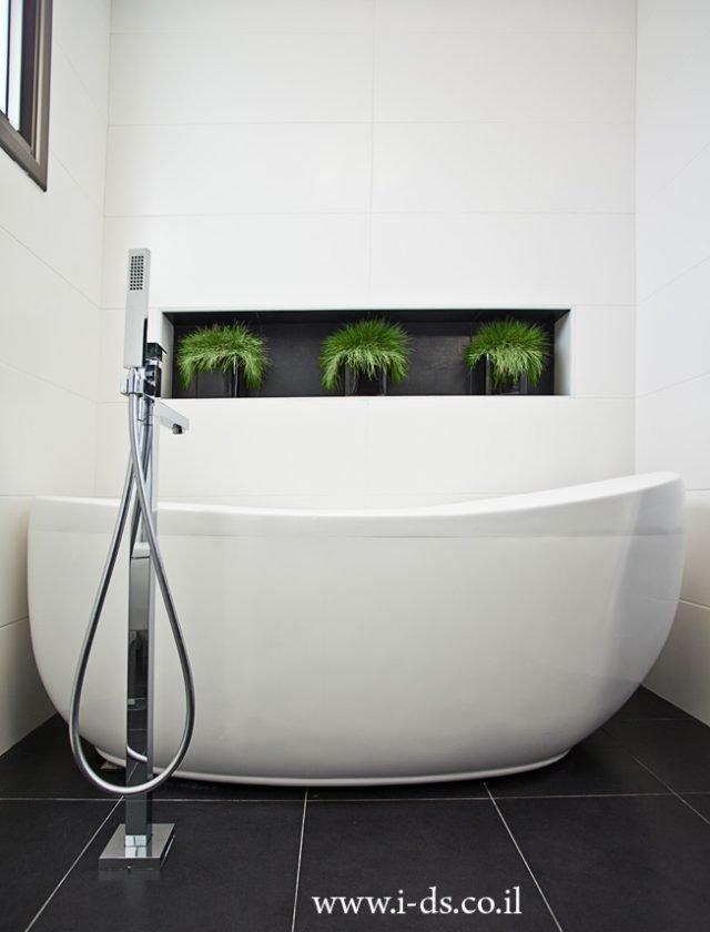 עיצוב אמבטיה מודרני מאופיין בסגנון מינימליסטי. אירנה פטרושקו אדריכלית פנים. עיצוב ותכנון דירות ובתים פרטיים