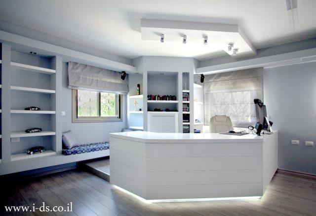 עיצוב חדר שינה אפור לבן.אירנה פטרושקו אדריכלית פנים. עיצוב ותכנון דירות ובתים פרטיים