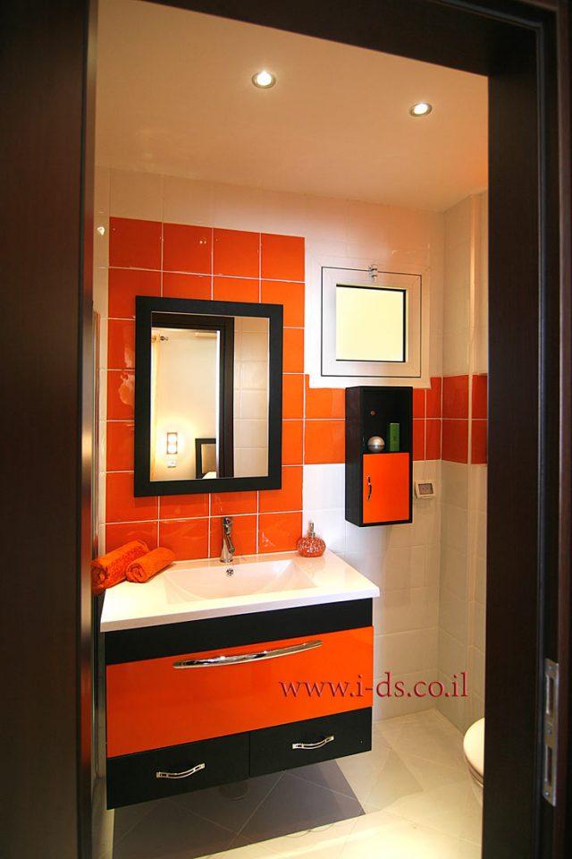 עיצוב חדר רחצה צבעוני ושמח.אירנה פטרושקו אדריכלית פנים. עיצוב ותכנון דירות ובתים פרטיים