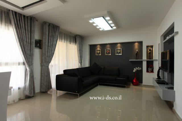 עיצוב פינת טלויזיה. עיצוב שחור לבן.אדריכלית פנים אירנה פטרושקו עיצוב ותכנון דירות ובתים פרטיים