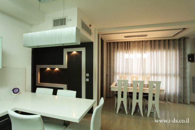 עיצוב חלל מטבח ופינת אוכל. עיצוב שחור לבן.אדריכלית אירנה פטרושקו עיצוב ותכנון דירות ובתים פרטיים
