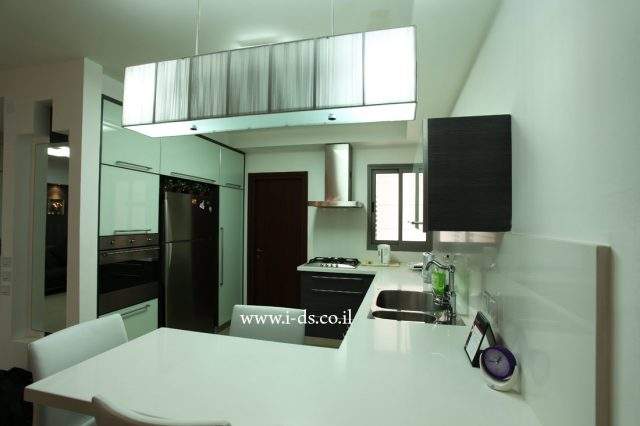 עיצוב ותכנון מטבח שחור לבן. אירנה פטרושקו אדריכלית פנים. עיצוב ותכנון דירות ובתים פרטיים